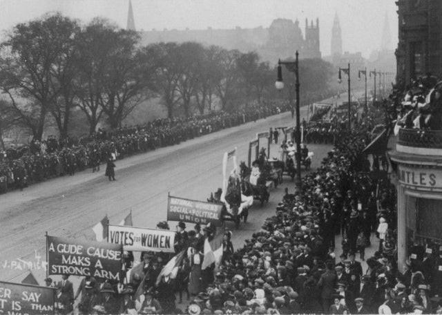 1909 Suffragette march along Princes Street